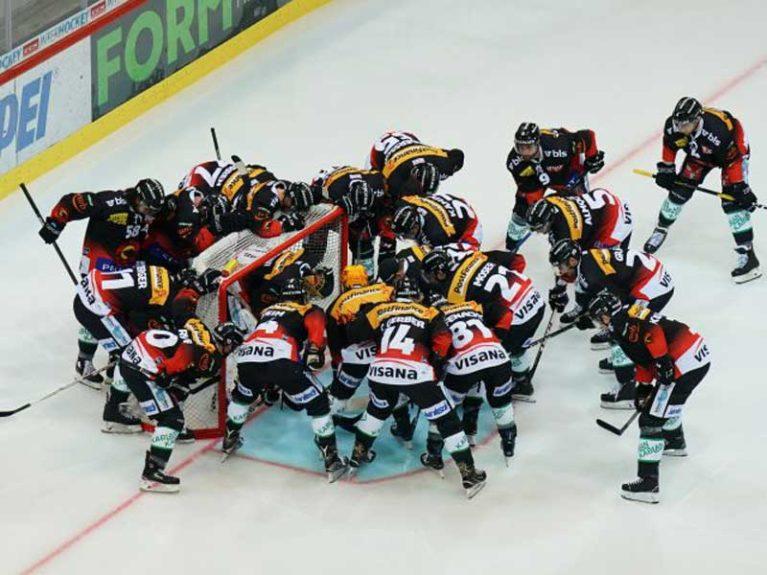 SCB Hockey Team auf dem Feld