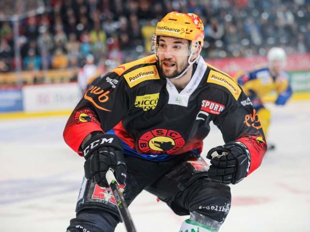 Simon Moser auf dem Icehockey Feld